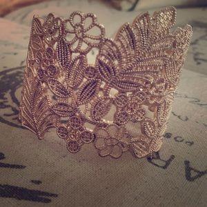 Jewelry - Rose gold tone leaf cuff
